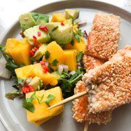 Laks på spyd med ris og mangosalat - Hverdagsmiddag