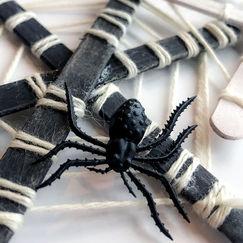 Edderkoppnett laget av ispinner