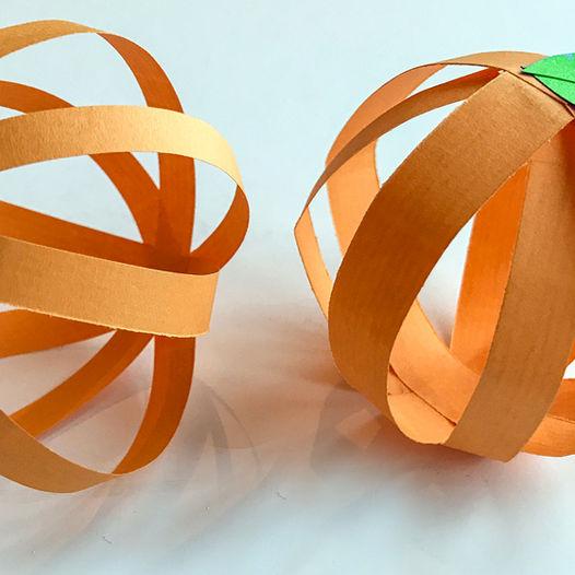 Enkel pynt til Halloween - klipp og lim papirgresskar