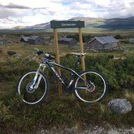 På sykkel i Dovre - Gardsenden ved Dombås