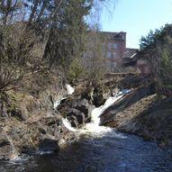 Begge sider av Mesnaelva gjennom Lillehammer sentrum