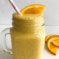 Gul smoothie med mango og appelsin