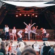 Ecstasy Impro & Kjekke Unge Karer fortsetter å holde show sammen