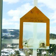 Lag et enkelt drivhus til å henge på vinduet
