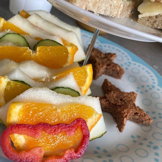 Frukt og grønnsaksharmoni med stjernebrownies