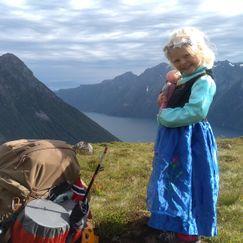 I Mina og meg sine fotspor – Nøvedalen, en solid dose nasjonalromantikk