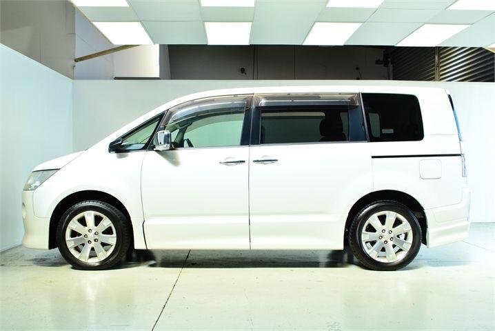2011 Mitsubishi Delica Enterprise Manukau image 10