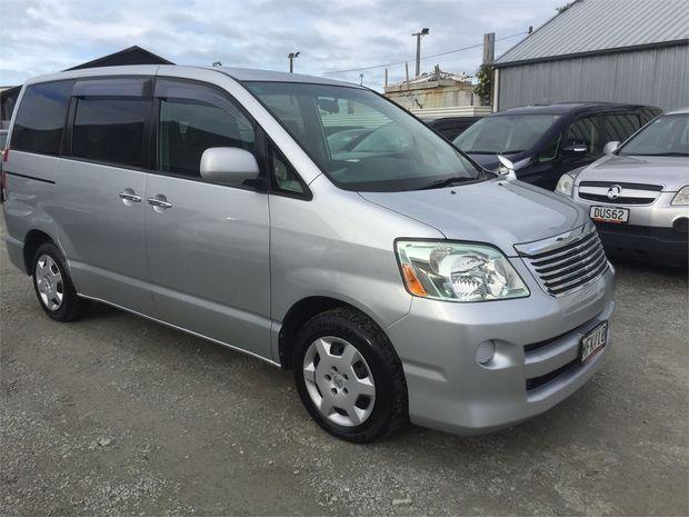 2007 Toyota Noah