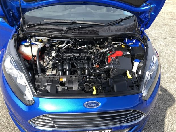 2015 Ford Fiesta TREND 1.5P/6AT/HA/5D