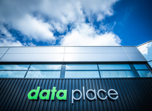 Dataplace - logo op gevel