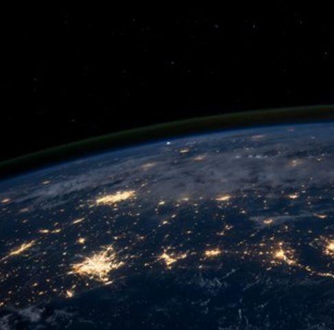 Glasvezelinfrastructuur een beter alternatief voor tijdsoverdracht via satelliet