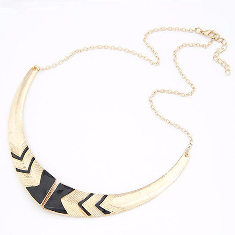 Women Short Collar Necklace