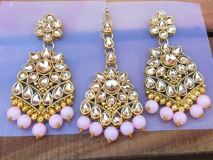 Maang Tikka with Earrings for Pink Saree