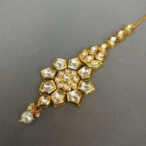 Traditional Kundan & Pearl Maang Tikka Set