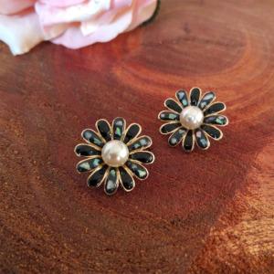Black Flower Pearl Stud Earring