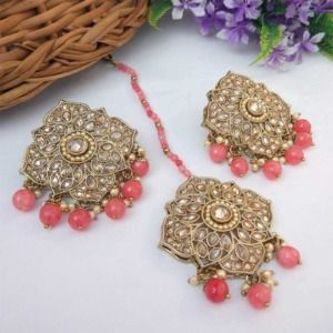 Coral Pink Colour Stud Earrings with Maang Tikka for Party