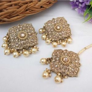 Cream Colour Stud Earrings with Maang Tikka for Party