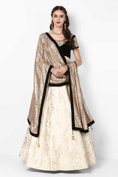 a70c70e8268ecc Lehenga for Womens Wedding - Rent Latest Designer Lehenga Choli ...