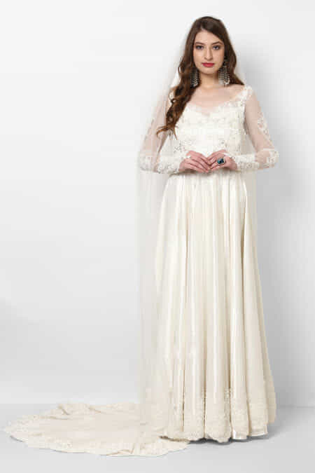 Arpita and yash wedding dresses