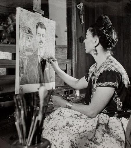 Guillermo Kahlo é mais conhecido por ser o pai e um dos fotógrafos da pintora mexicana Frida Kahlo.