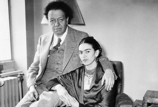 Diego Rivera e Frida Kahlo se casaram e tiveram uma relação amorosa ardente e tumultuada.