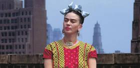 Veja como, mesmo 65 anos após sua morte, a pintora mexicana Frida Kahlo continua a influenciar a cultura pop.