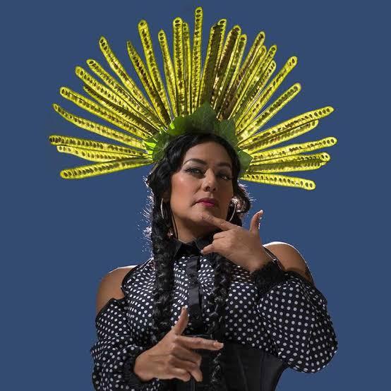 A cantora, compositora e atriz Lila Downs foi muito influenciada por Frida Kahlo.