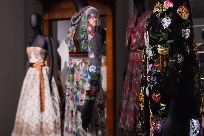 O vestuário tipicamente mexicano que Frida usava para esconder suas deficiências físicas inspira estilistas no mundo todo.