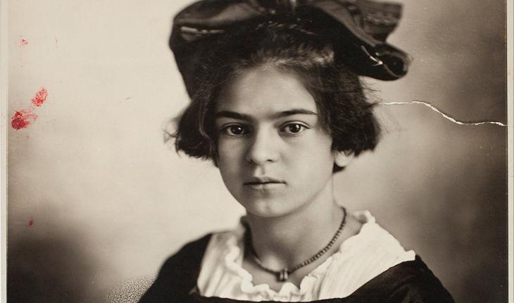 Frida Kahlo contraiui poliomielite com seis anos de idade.