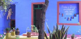 Conheça mais sobre a famosa casa onde Frida Kahlo nasceu, viveu grande parte de sua vida e morreu.