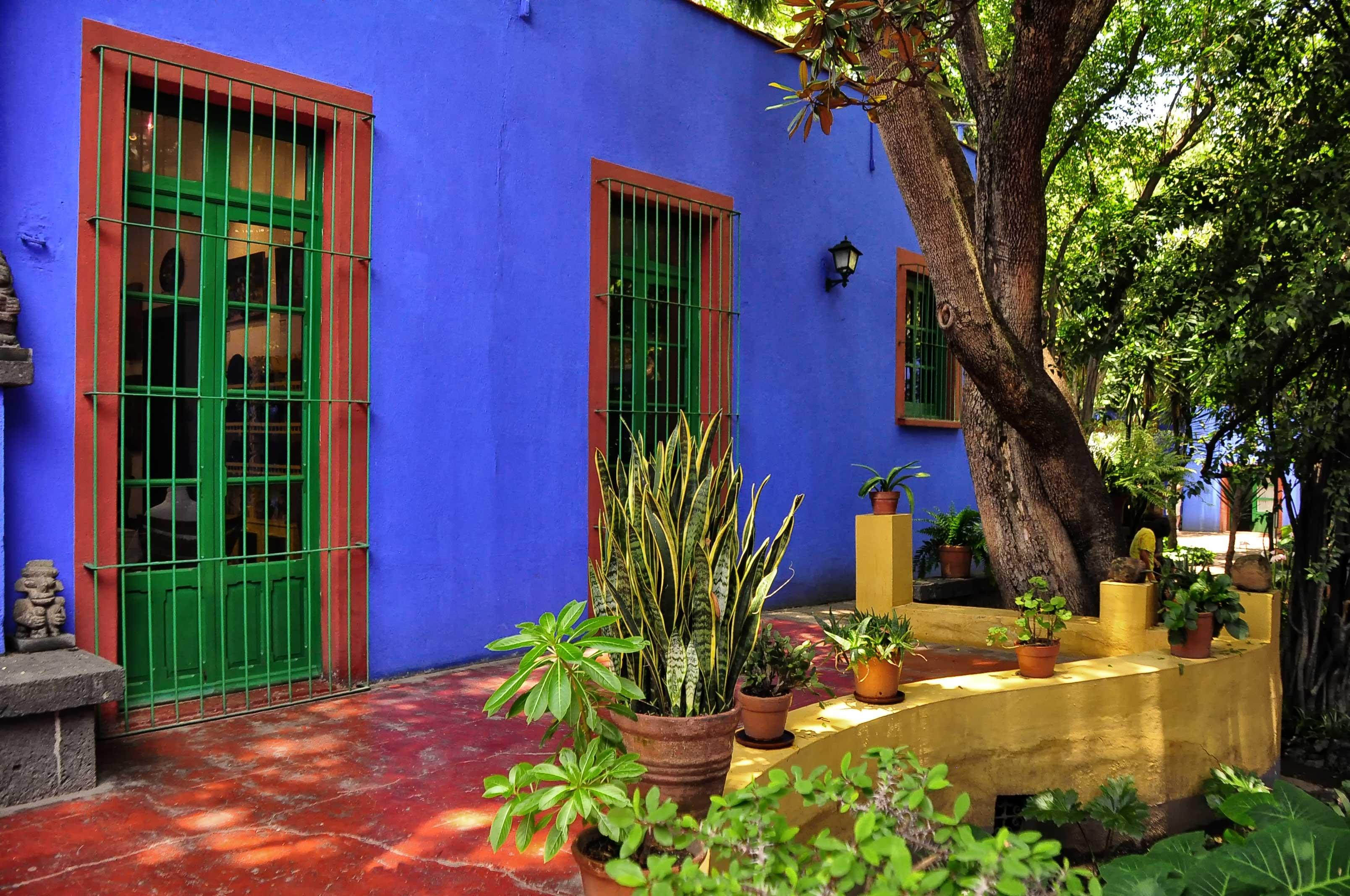 Jardins do atual museu da Frida Kahlo. A Casa Azul onde a artista passou a maior parte da vida dela.