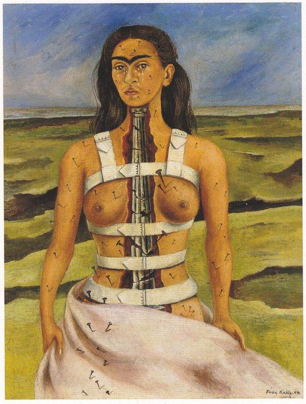 Frida pintou o quadro A Coluna Partida logo após ter realizado uma cirurgia na coluna para corrigir problemas decorrentes do acidente que teve aos dezoito anos.