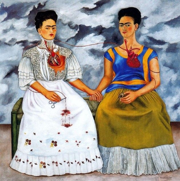 Frida retratava sua vida em imagens surreais com cores fortes e traços marcantes, características de suas obras.