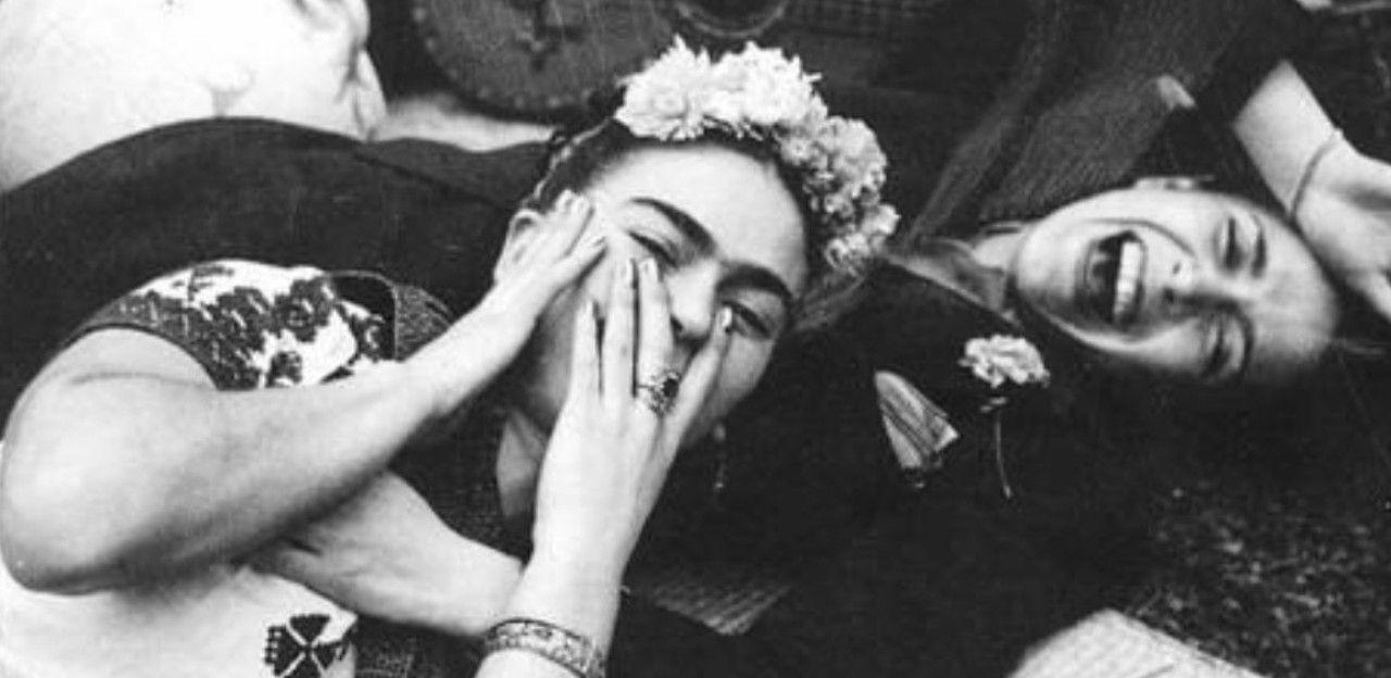 A artista Frida Kahlo se envolvia tanto com homens como com mulheres.