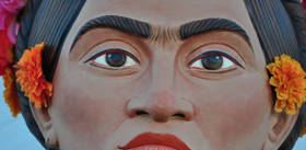 Você sabia que Frida sofreu acidentes, internações, abortos e que teve uma relação amorosa tumultuada?