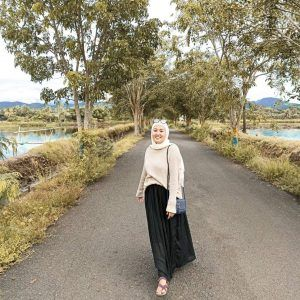 inspirasi gaya hijab di instagram ayuindahtrisusilowaty