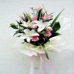 4 white lilies and 10 pink roses bunch online