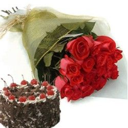 15 Red Roses in Paper Packed and Half Kg Cake