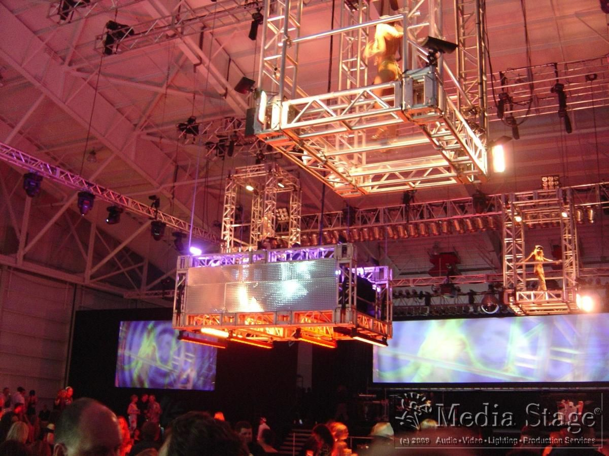 Be it a corporate presentation ...or a massive celebration, we have the technical and creative staff