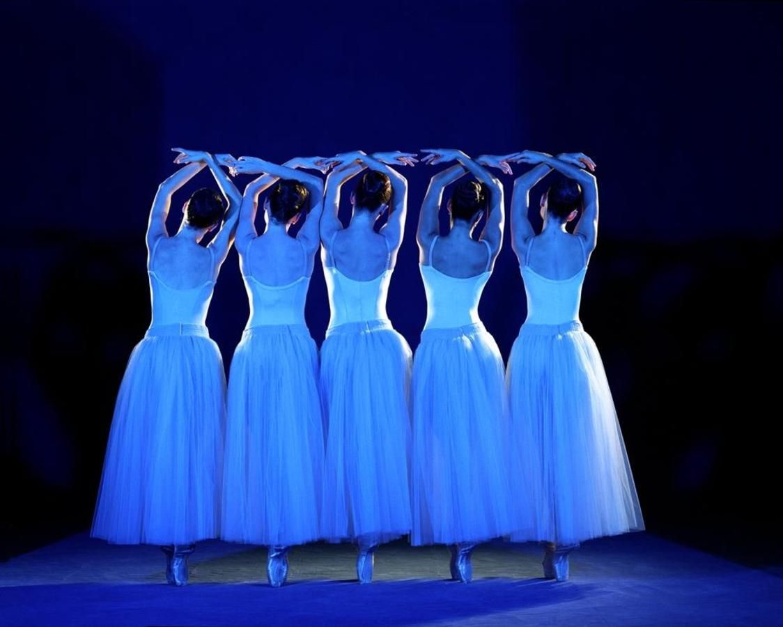 Miami City Ballet danseurs à la sérénade. Chorégraphie de George Balanchine © The George Balanchine Tru