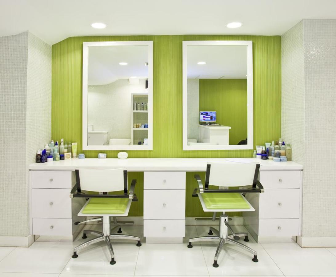 Aveda Seven Seas Spa & Salon Style bar