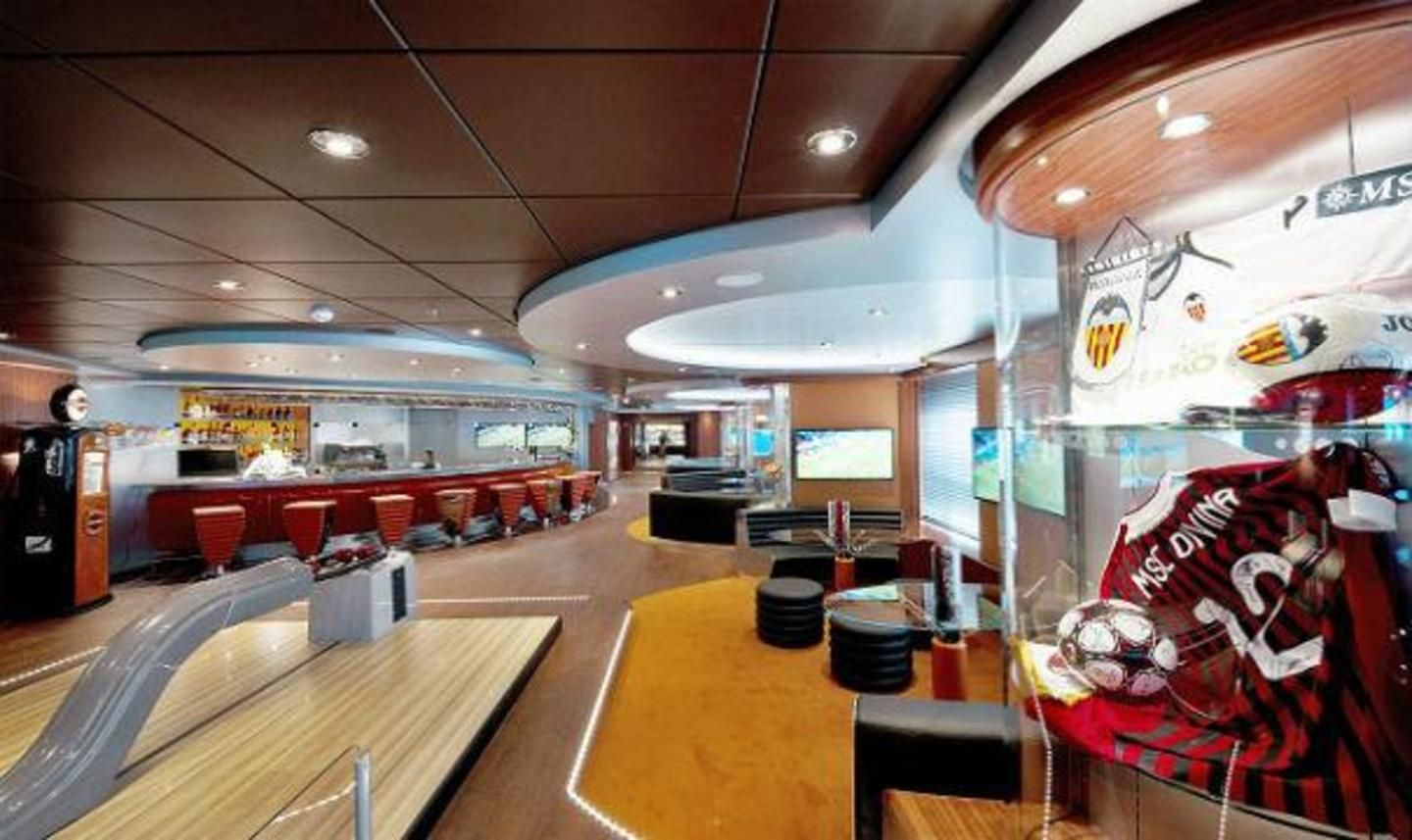 MSC Divina Sports Bar & Bowling