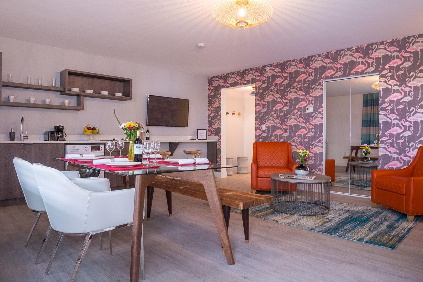 One Bedroom Queen - Dining Area