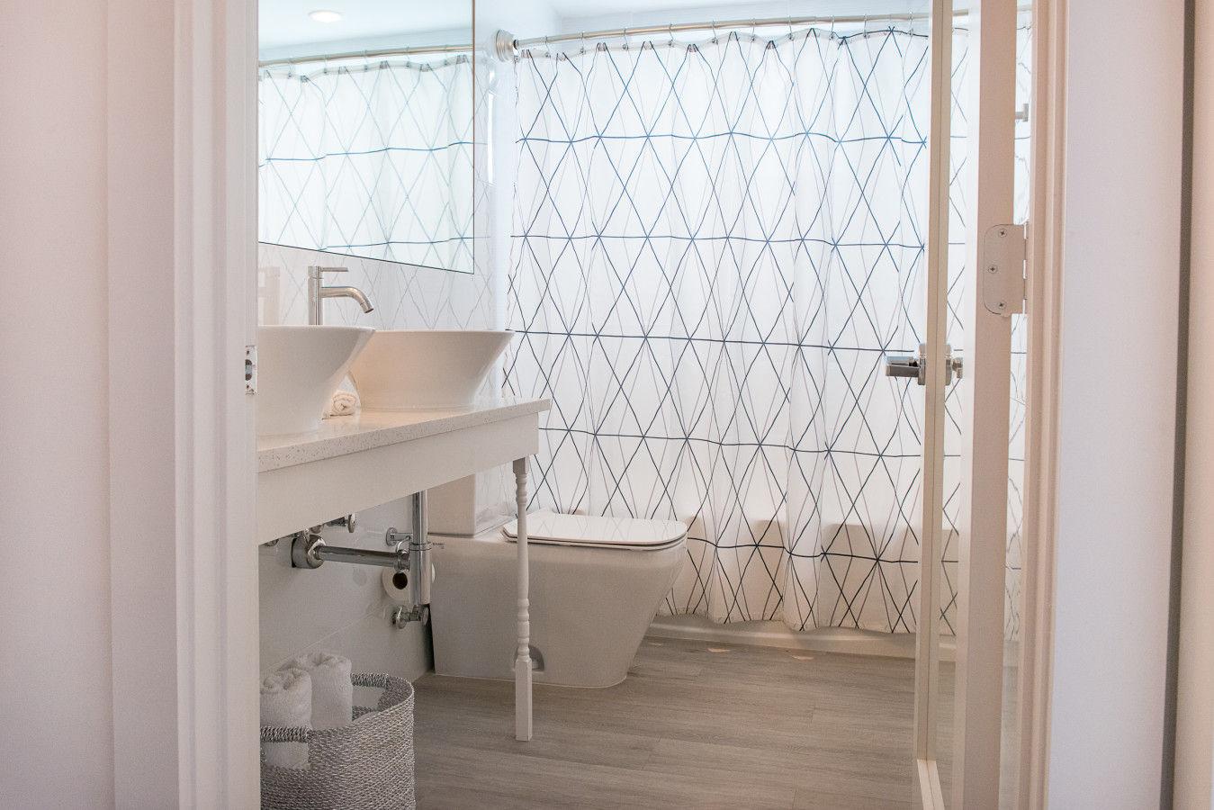 One Bedroom Queen - Restroom