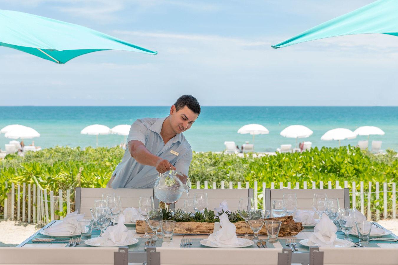 Gili's Beach Club - Dine on the sand