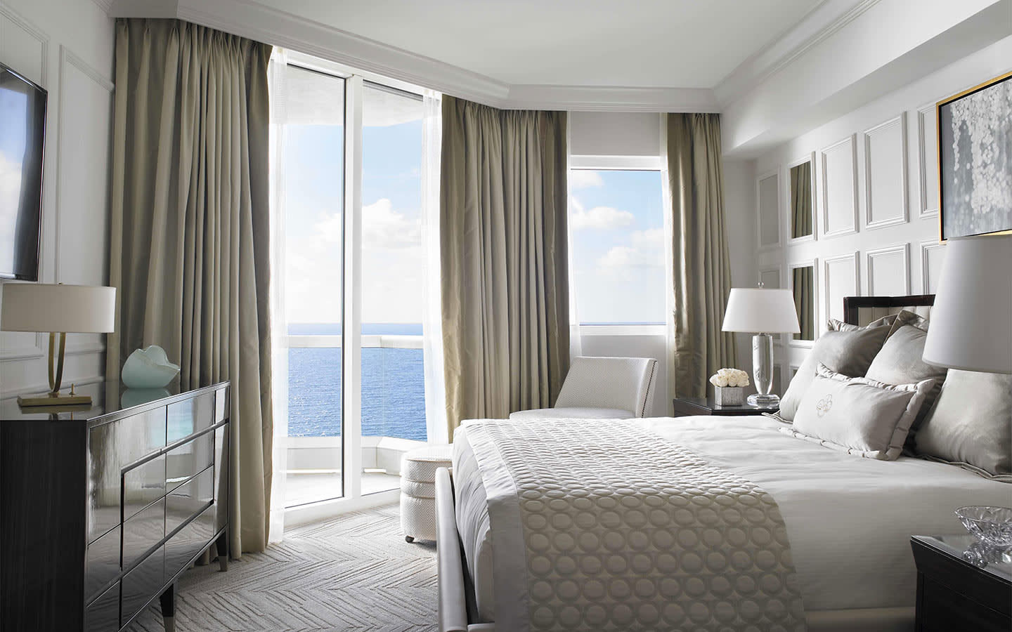 Deluxe One Bedroom Oceanfront Suite