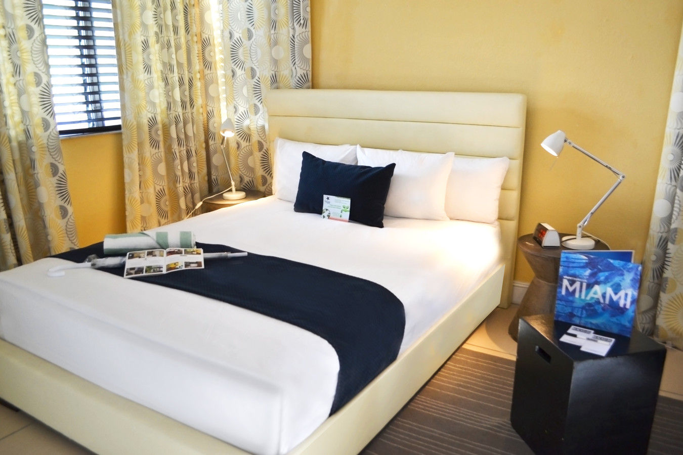 Beachside Apartment Hotel - Studio One Queen Bed