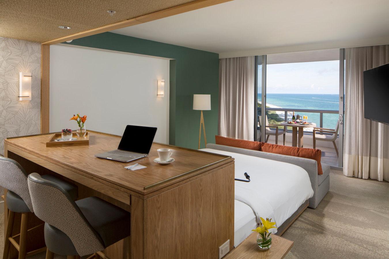 Полулюкс с кроватью размера «king-size» и видом на океан - Eden Roc Miami Beach
