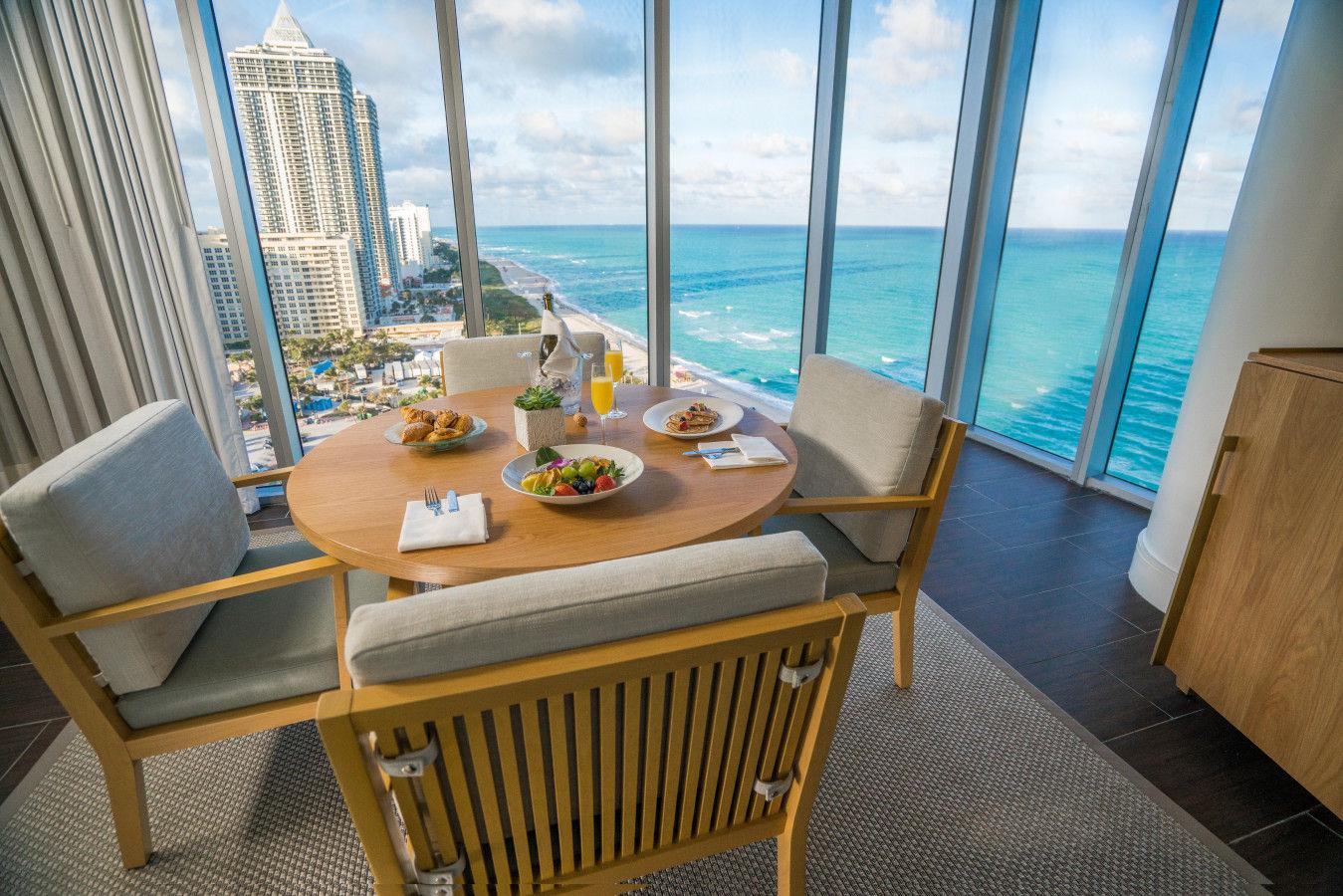 Люкс с одной или двумя спальнями на берегу океана - Eden Roc Miami Beach