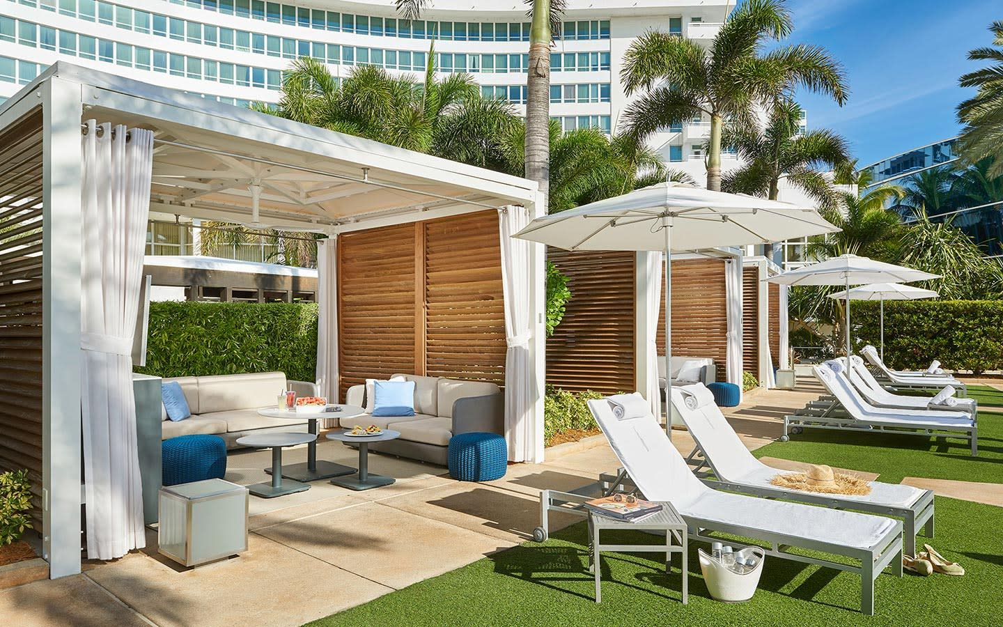Fontainebleau Miami Beach Cabanas am Pool